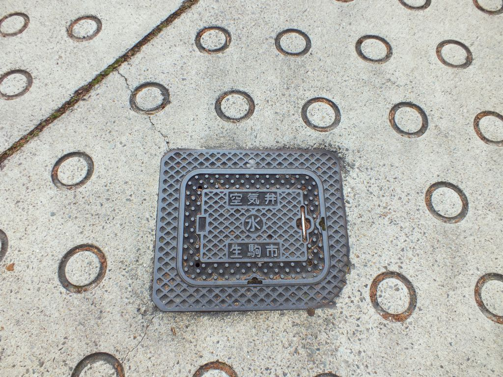 Manhole in Ikoma city