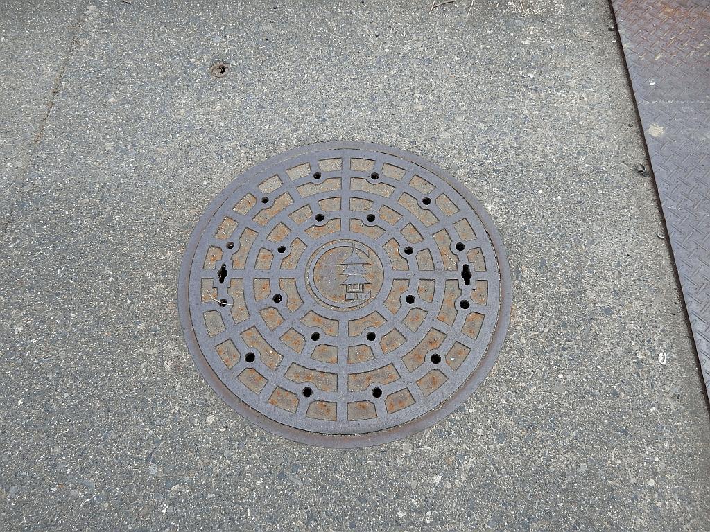 Manhole in Ama
