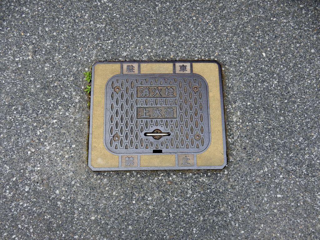 Manhole in 甲良町
