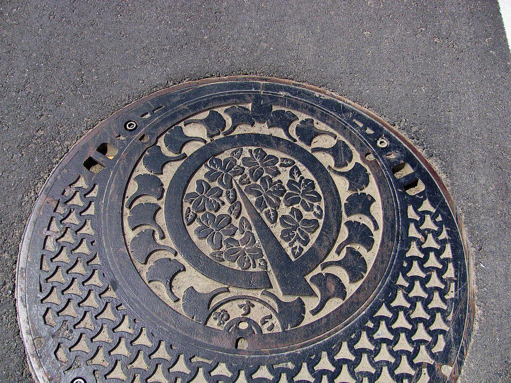 Manhole in Maibara