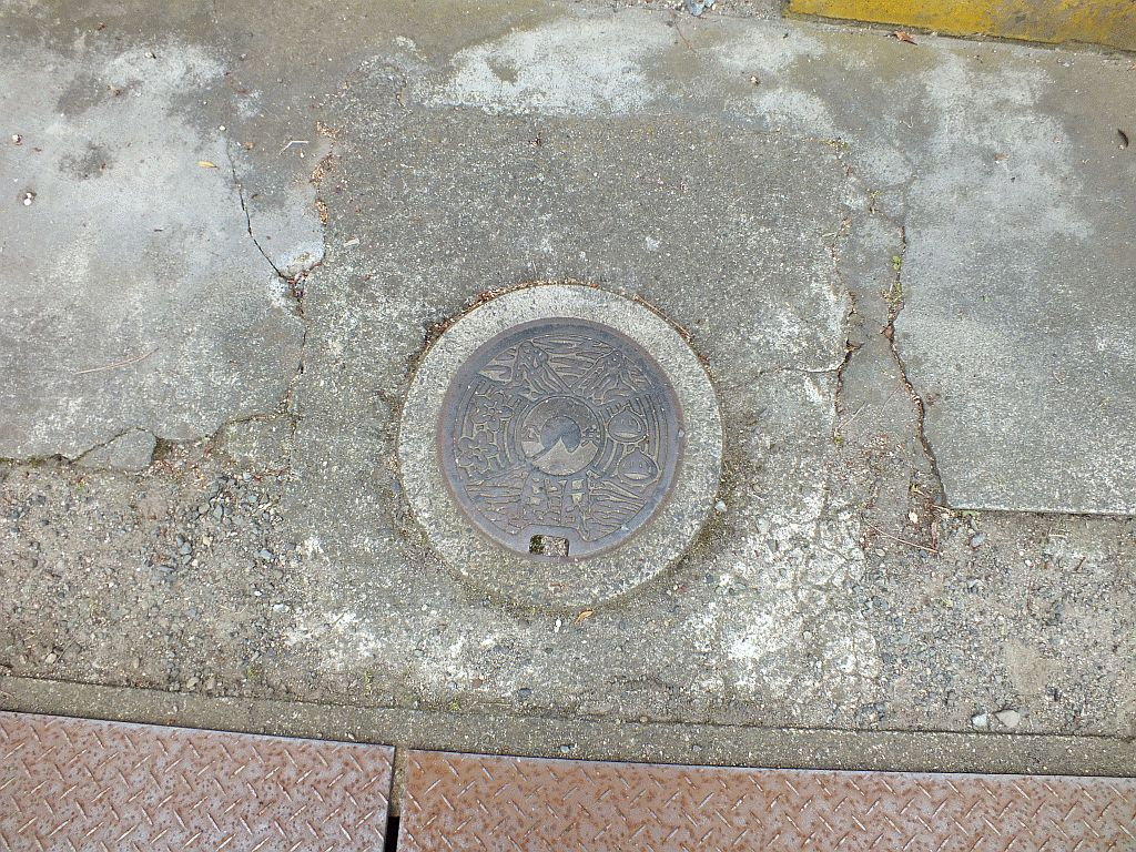Manhole in Kutsuki Village