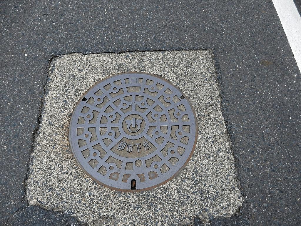 Manhole in Minakuchi