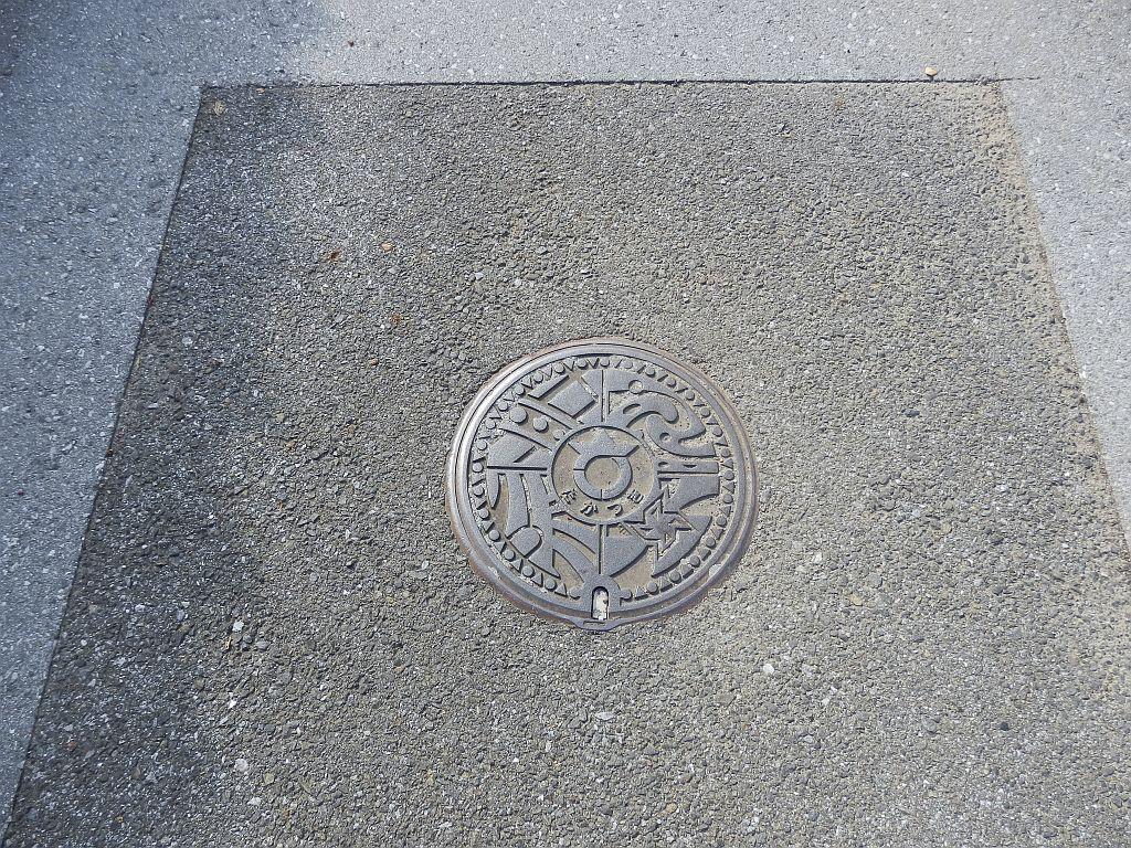 Manhole in Nagahama