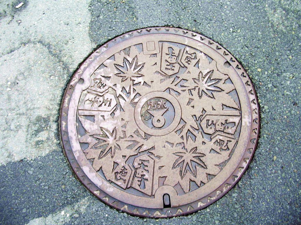 Manhole in Tendo