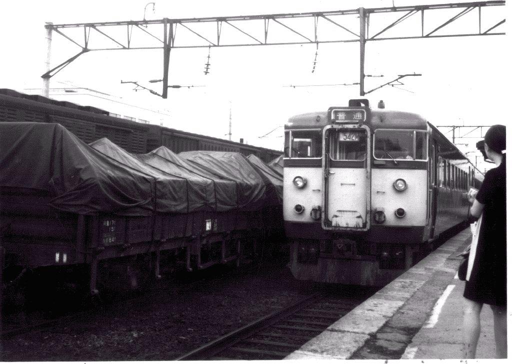 野幌駅に入る711系