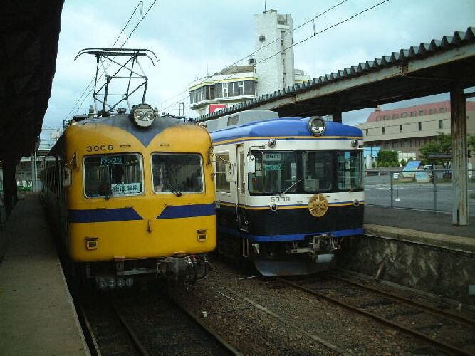 松江温泉駅の3000系と5000系出雲大社号