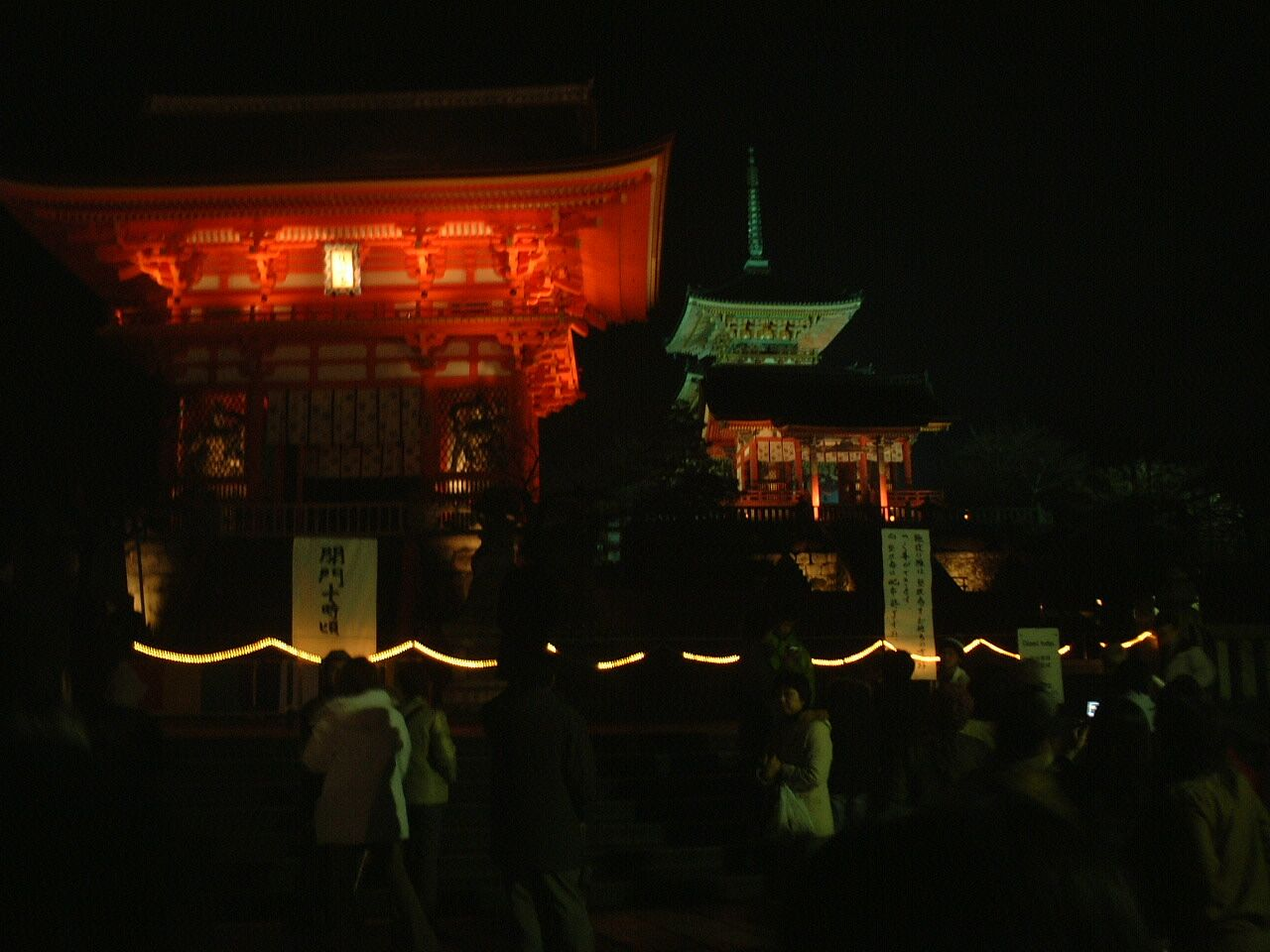 Night in Kiyomizu-dera temple