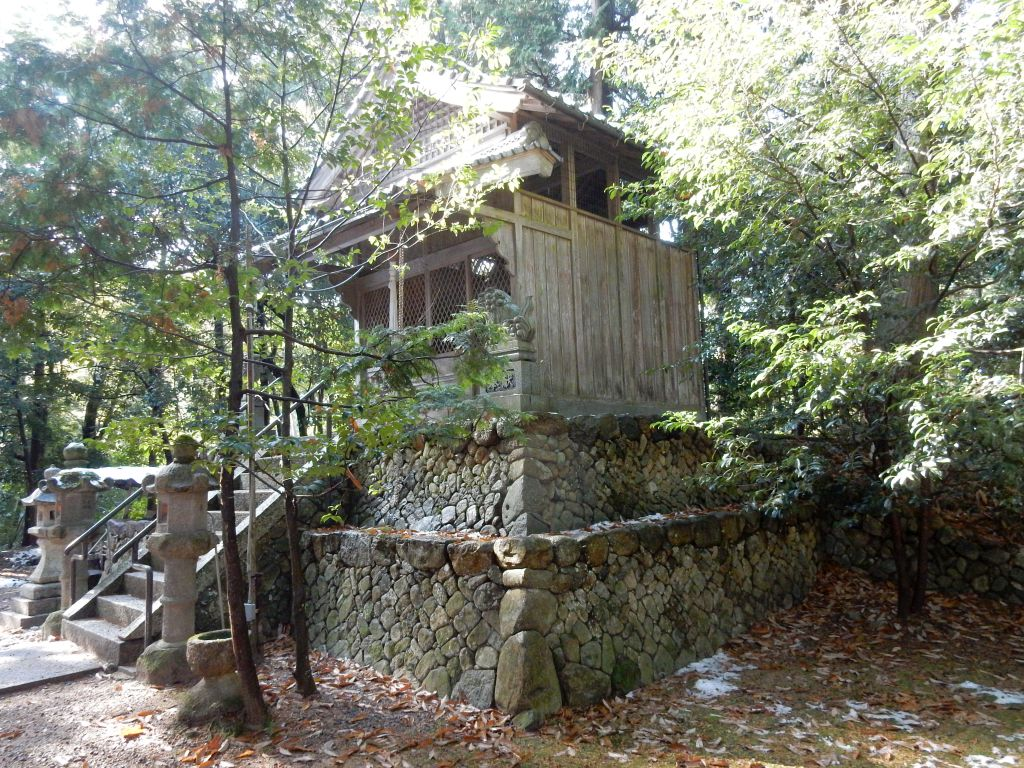 日野町別所の比都佐神社