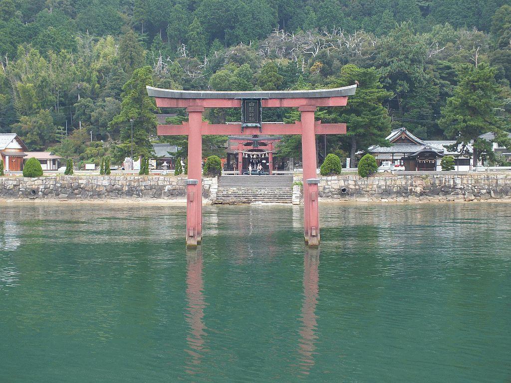 湖上から見た白鬚神社