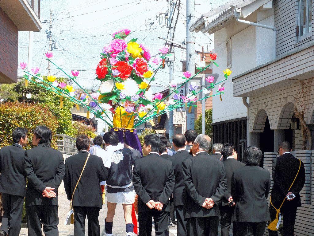 花渡り式の準備中