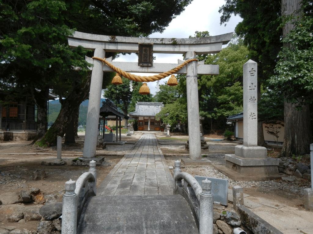 持寺白山神社