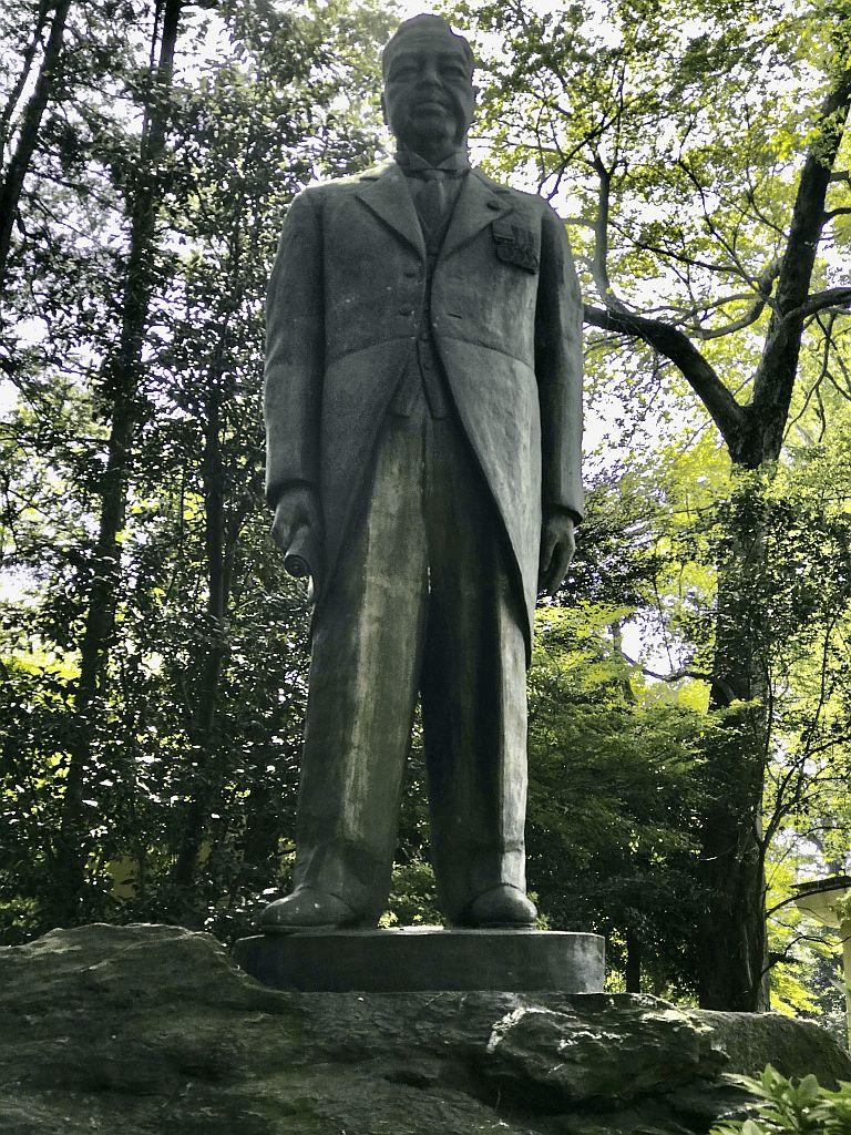 内田秀五郎の銅像