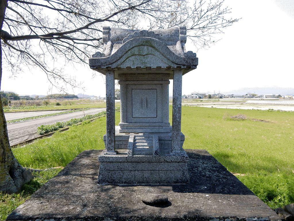 石井町浦庄国実の神社